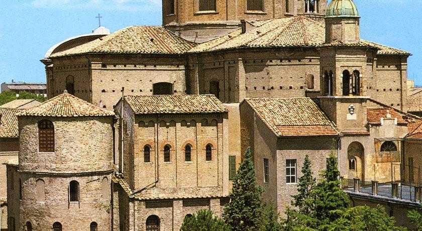 Cappella Arcivescovile - esterno con Duomo