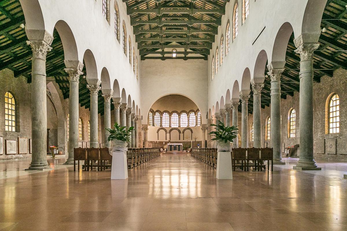 La navata centrale della basilica di San Giovanni Evangelista (Ravenna)