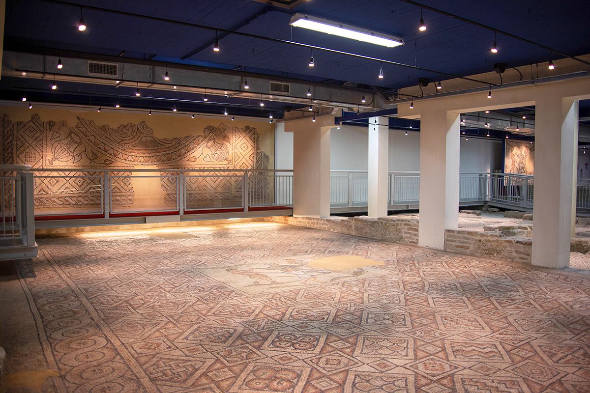 Domus dei Tappeti di Pietra Panoramica con particolare della danza delle stagioni