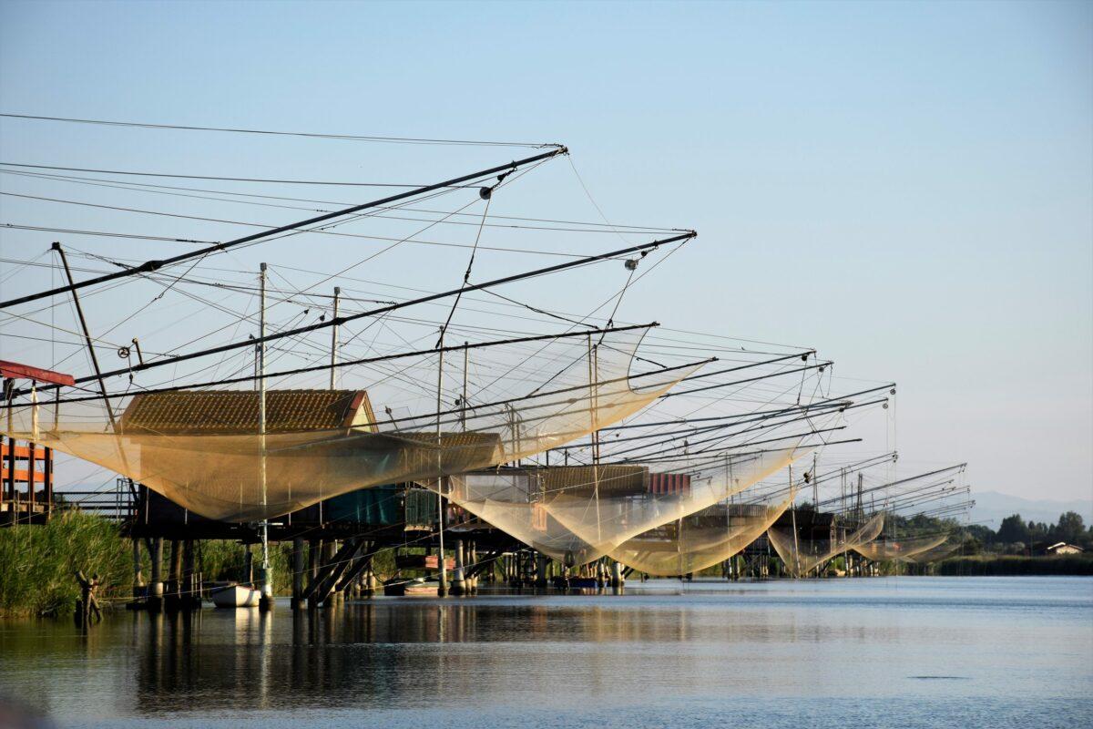 Capanni di pesca lungo il torrente Bevano
