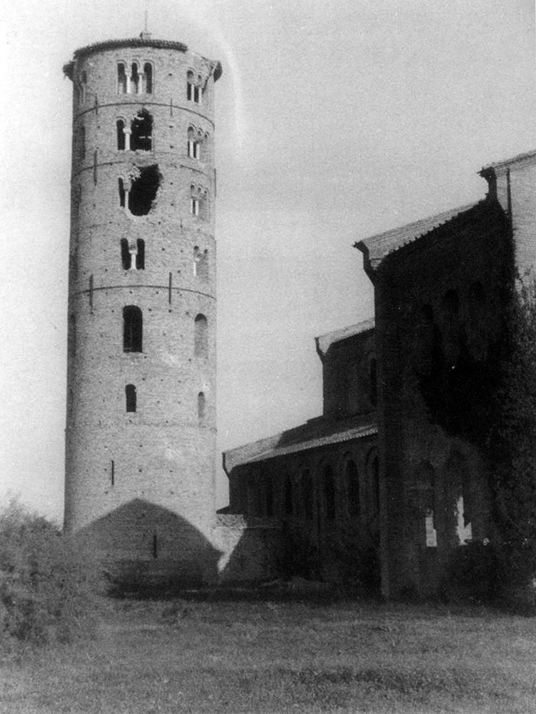 Il campanile di Sant'Apollinare in Classe danneggiato