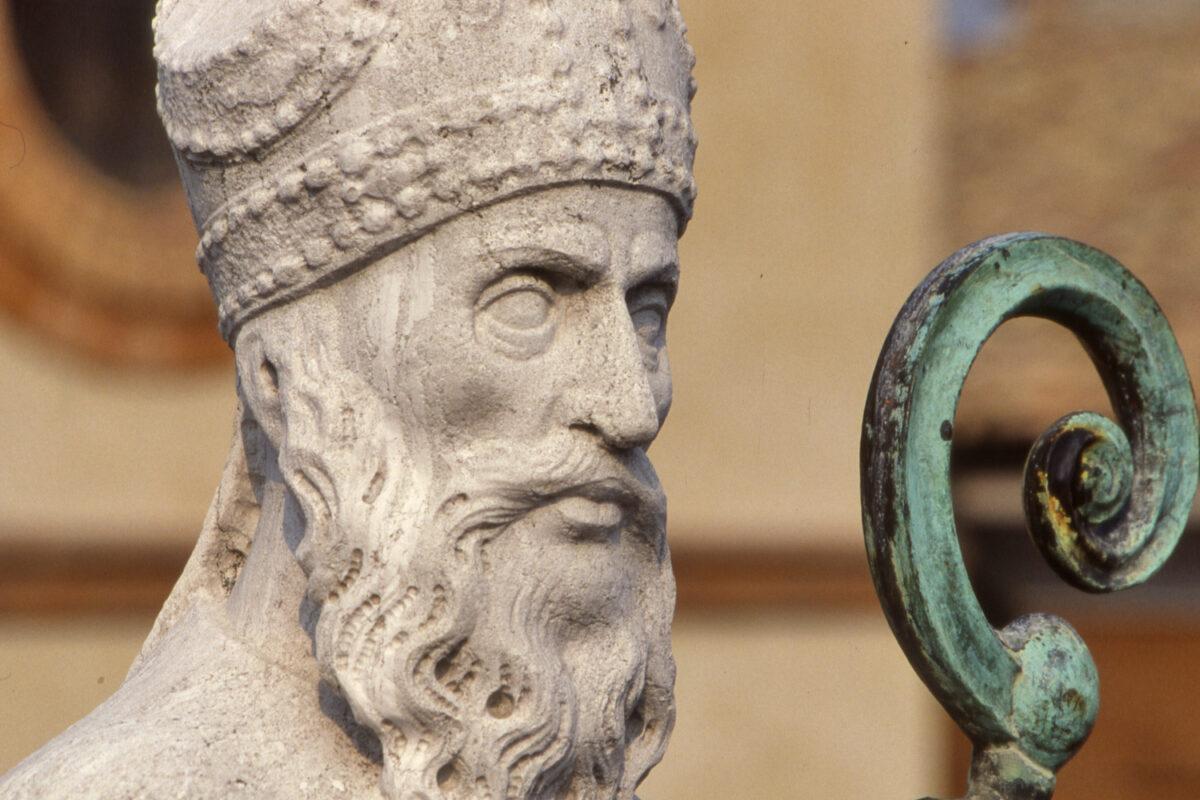La statua di sant'Apollinare, piazza del Popolo (Ravenna)